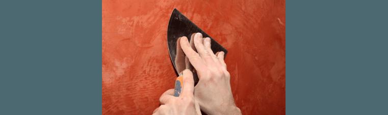 Faire un corps d'enduit sur un mur